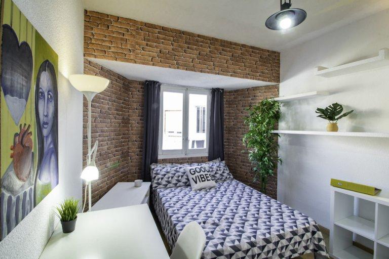 Chambre à louer dans un appartement de 4 chambres à coucher à Tetuán, Madrid