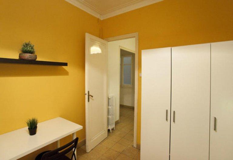 Nice room in 6-bedroom apartment in Gracia, Barcelona