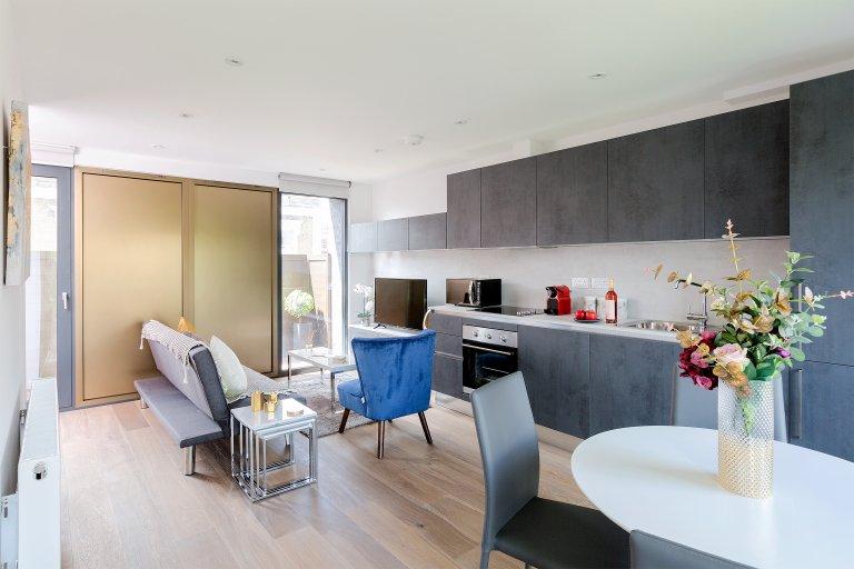 Cool 2-bedroom flat to rent in Camden, London