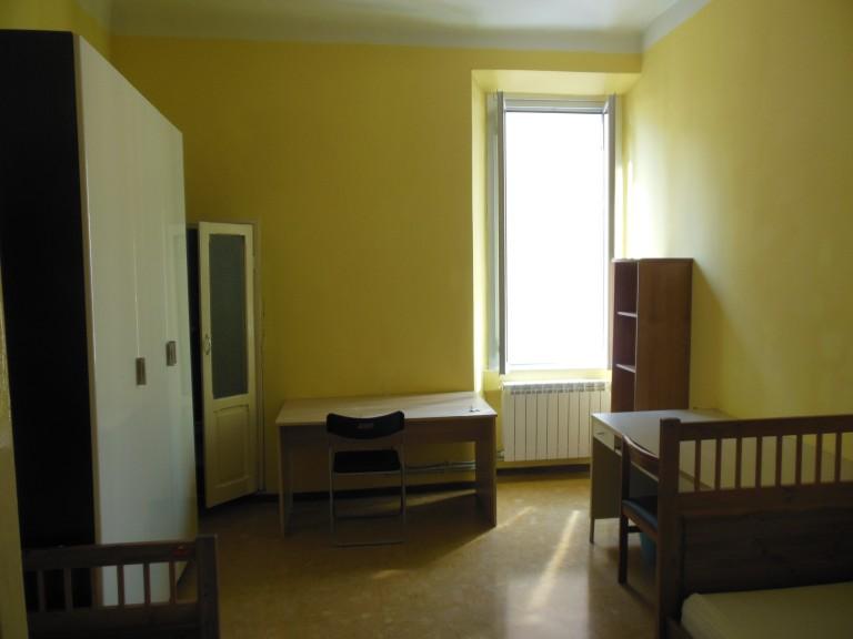 Cama en cuarto de baño compartido en el apartamento, Porta Romana, Milán