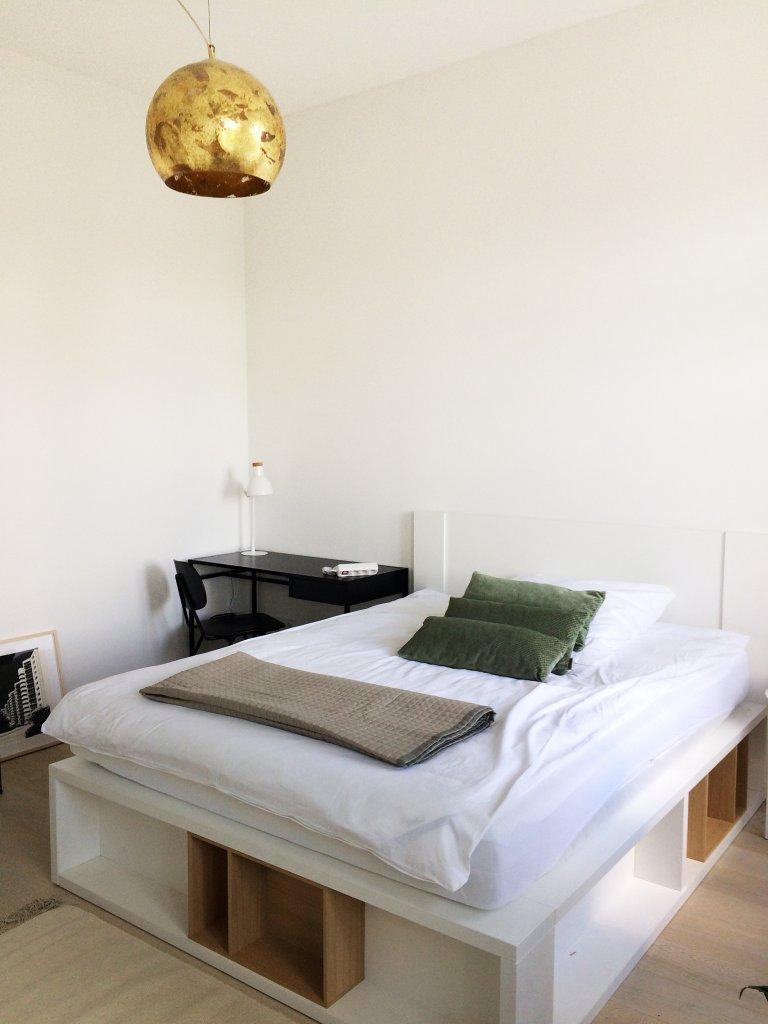 Pokój do wynajęcia w apartamencie z 3 sypialniami w Gesundbrunnen