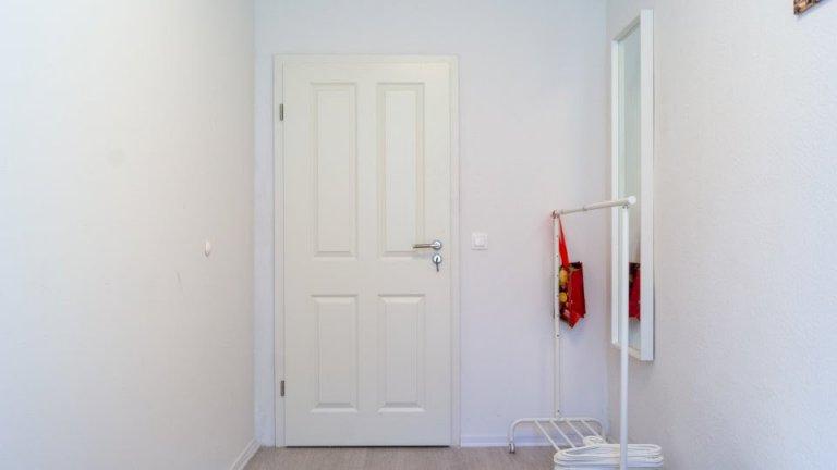 Quarto acolhedor em apartamento com 5 quartos em Spandau, Berlim