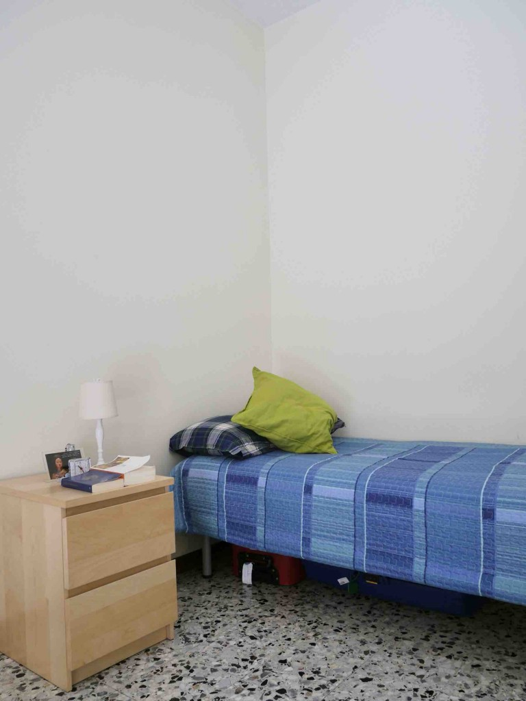 Bedroom 2 with single bed and independent key