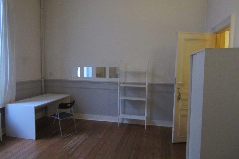 Ordentliches Zimmer zur Miete in 2-Zimmer-Wohnung im Zentrum