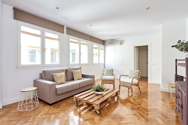Apartamento tranquilo de 1 dormitorio en alquiler en Chueca, Madrid.
