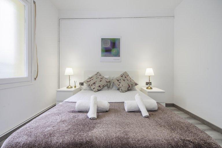 Schickes Zimmer zur Miete in einer 6-Zimmer-Wohnung in L'Esquerra