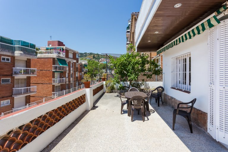 8-bedroom apartment for rent in Gràcia