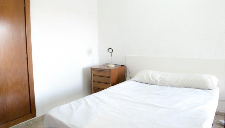 Chambre dans un appartement de 3 chambres à Algirós, Valence