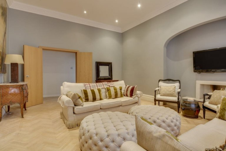 Plush 3-bedroom apartment for rent in Chelsea, London