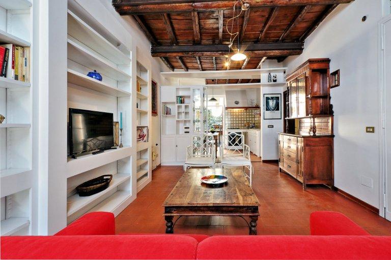 Bright, cozy 2-bedroom apartment for rent in Centro Storico