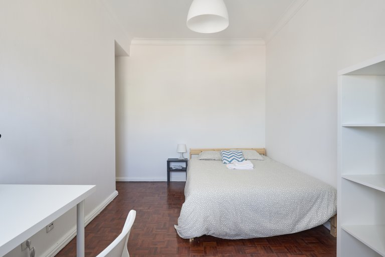 Room in apartment in São Domingos de Benfica, Lisboa