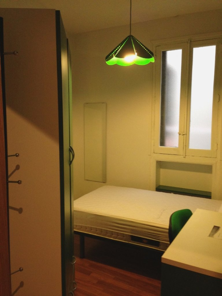 Room for rent in 9-bedroom apartment in Atocha