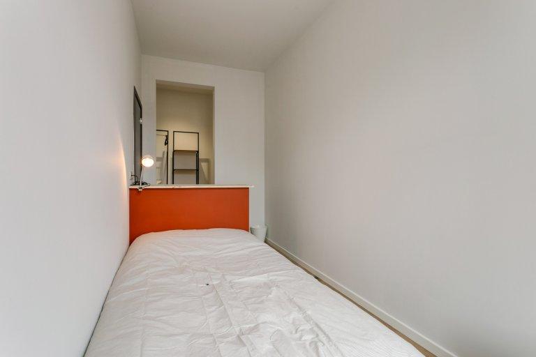 Pokój w domu z 8 sypialniami w Etterbeek, Bruksela
