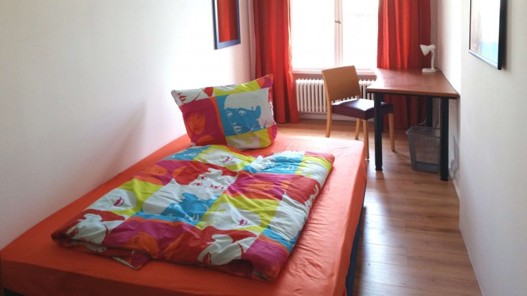 Single Bed in Rooms for rent in a 5-bedroom apartment in Moabit