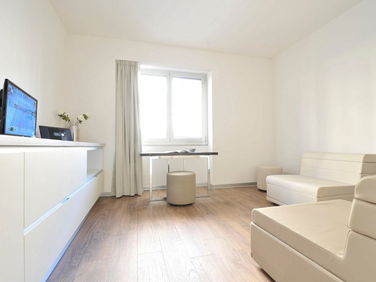Exclusive 1-bedroom apartment for rent in Centrale, Milan