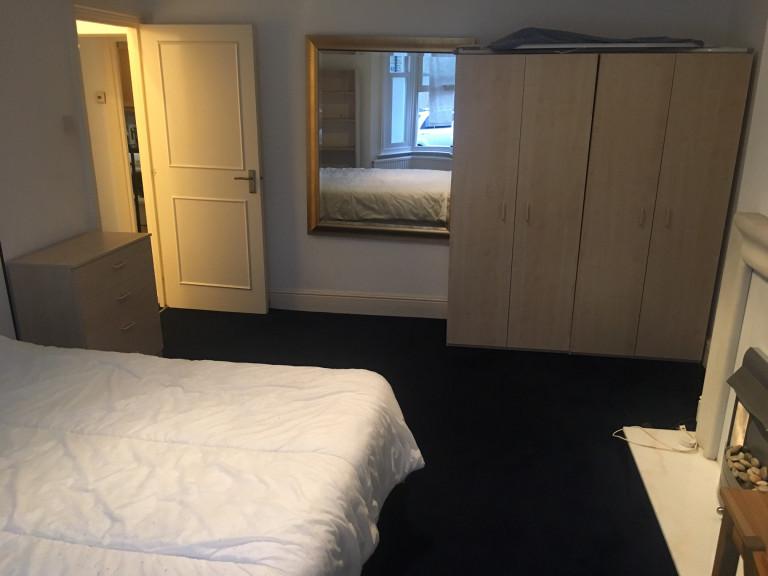 Bedroom 3C - Double bed