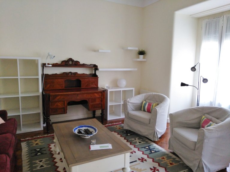 Beautiful 3-bedroom apartment for rent in Campo de Ourique