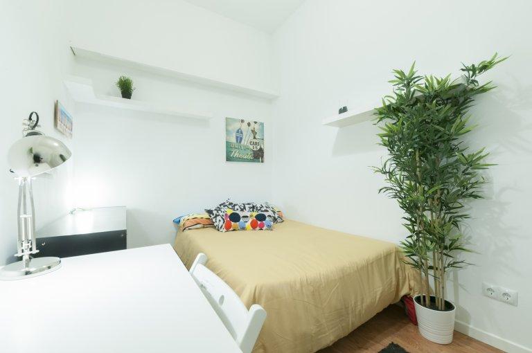 Pokój w 6-pokojowym apartamencie w Lavapiés w Madrycie