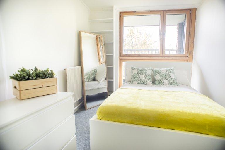 Room in 4-bedroom flatshare in Kensington & Chelsea, London
