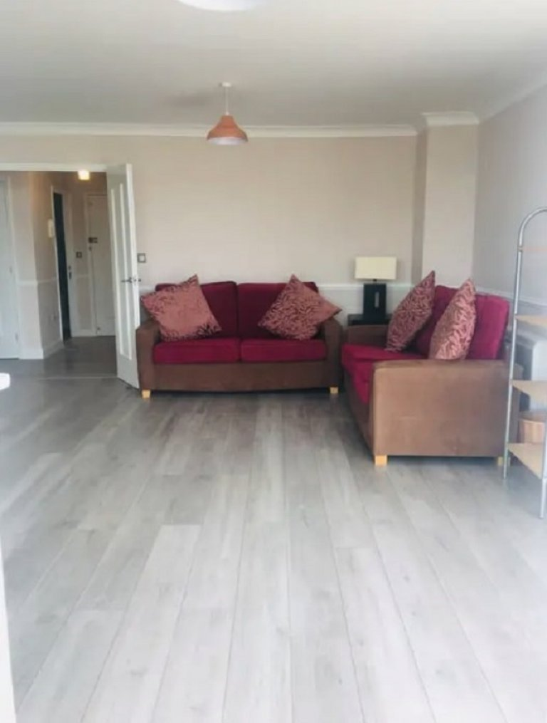 2-bedroom flat to rent in Tower Hamlets, London