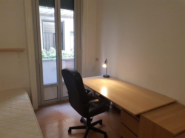 Pokój jednoosobowy w apartamencie z 4 sypialniami w Vigentina, Mediolan