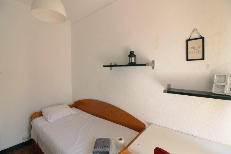 Chambre confortable à louer, appartement de 4 chambres, Baixa-Chiado, Lisbonne