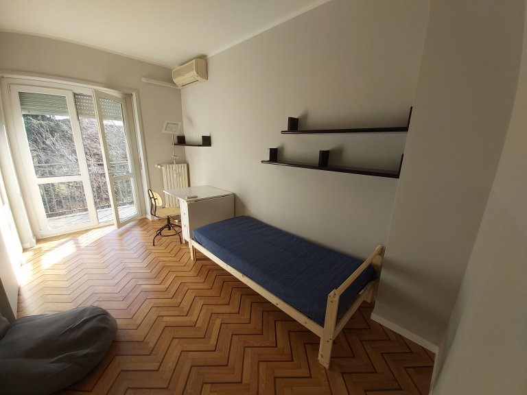 Room in shared apartment in Milano