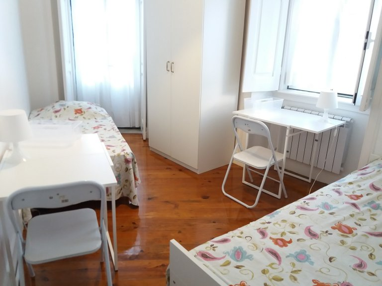 Room in 7-bedroom apartment in Picoas, Lisboa