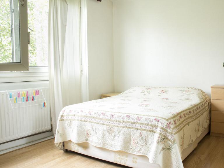 Welcoming room in flat in Shepherds Bush, London