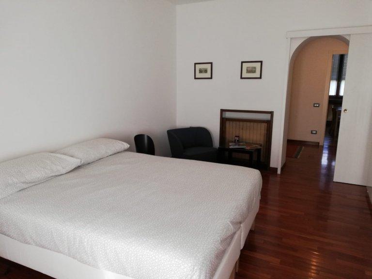 Pokój do wynajęcia w apartamencie z 4 sypialniami, Città Studi, Mediolan