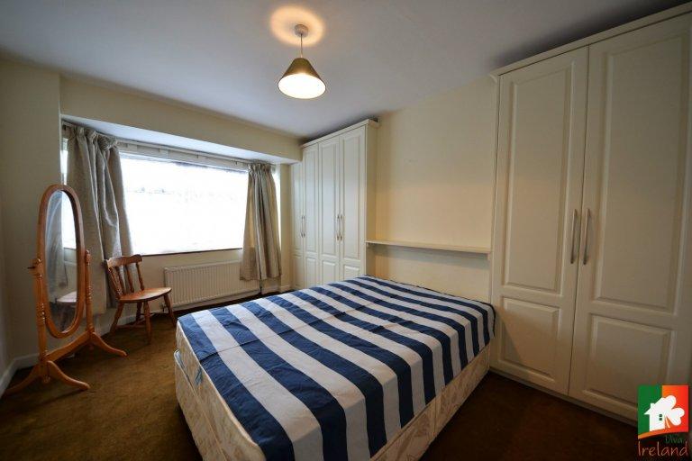 Pokój w domu z 6 sypialniami w Palmerstown w Dublinie