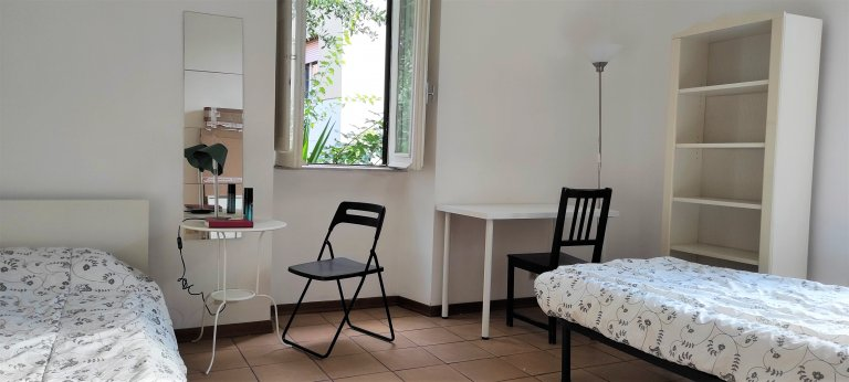 Rooms for rent in apartment with 2 bedrooms in Rome, Rome