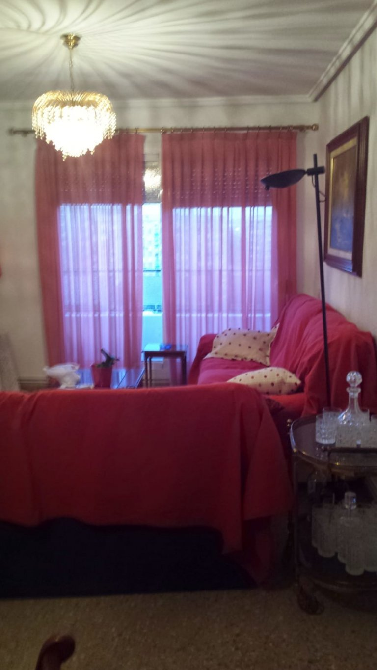 Room in shared apartment in Valencia
