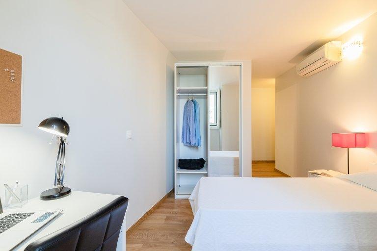 Pokój z łazienką i wspólną łazienką w São Domingos de Benfica
