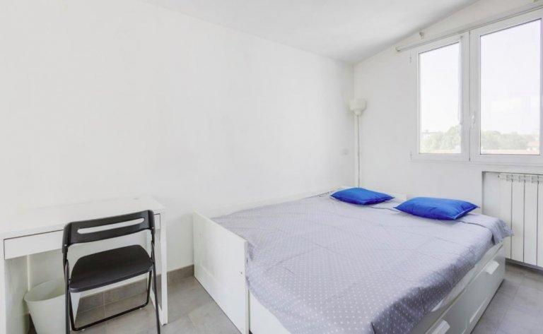 Pokój do wynajęcia w apartamencie z 3 pokojami w Calvairate, Mediolan
