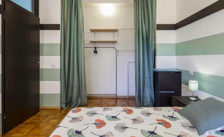 Łóżka do wynajęcia w apartamencie z 2 sypialniami w Mediolanie Centro