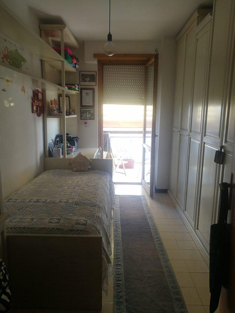 Quarto para alugar em apartamento de 2 quartos em Dragoncello, Roma