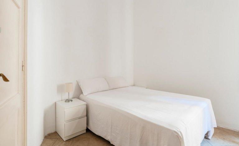 Acogedora habitación en piso de 14 habitaciones en Sant Gervasi