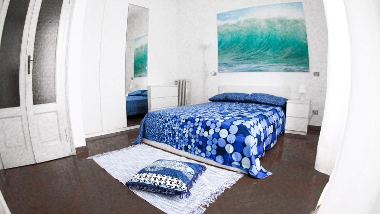 Camera moderna in appartamento a Loreto, Milano