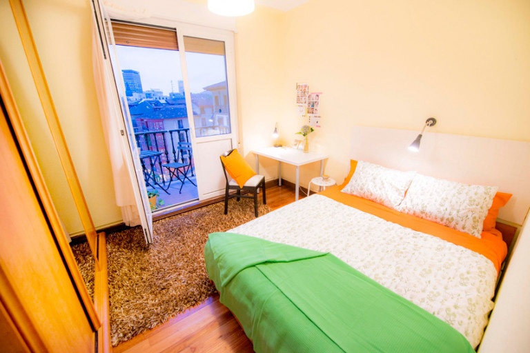 Double Bed in Rooms for rent in colourful, 5-bedroom apartment with balcony in Casco Viejo