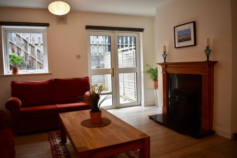 Apartamento inteiro 5 quartos em Dublin 8