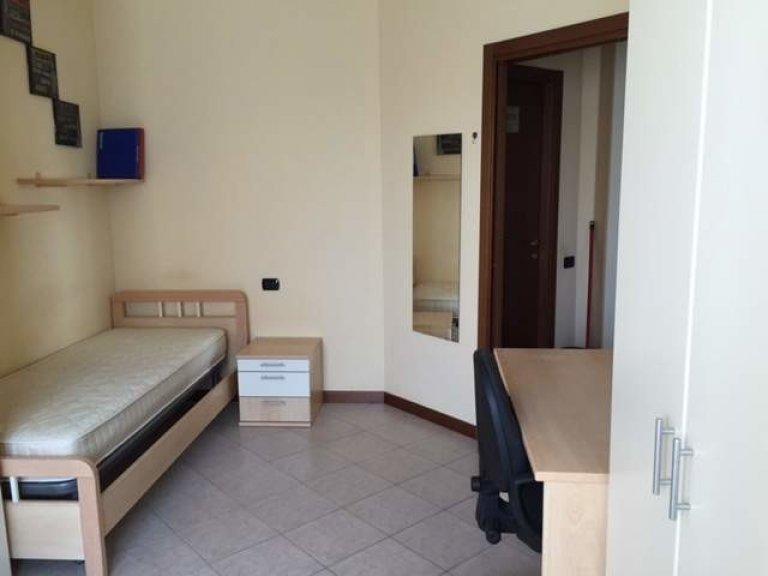 Stanza in appartamento condiviso a Milano