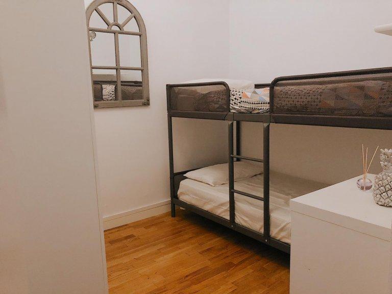 Pokój relaksacyjny we wspólnym mieszkaniu w Gràcia, Barcelona