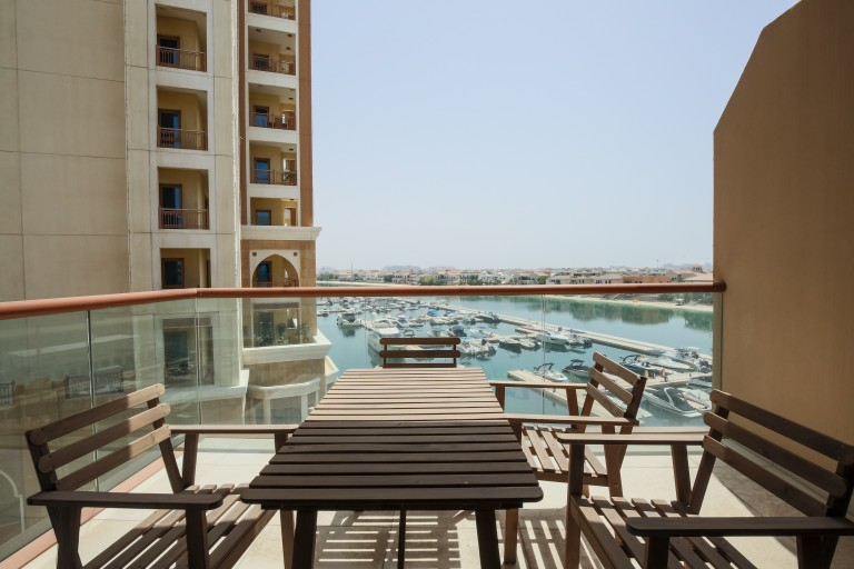 Stylish studio apartment with pool access and balcony for rent in Palm Jumeirah