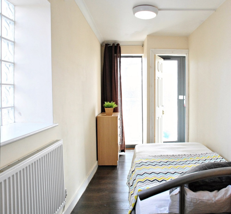 Single Bed in Rooms to rent in a 3-bedroom shared flat in Acton