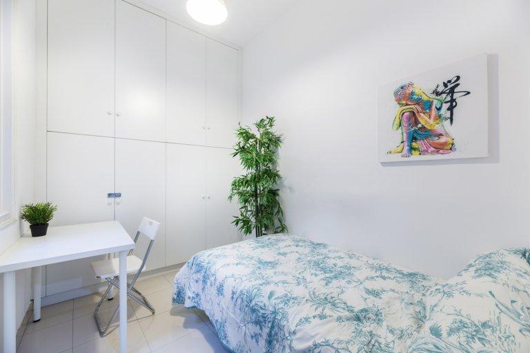 Quarto aconchegante para alugar em apartamento de 13 quartos no Centro, Madrid