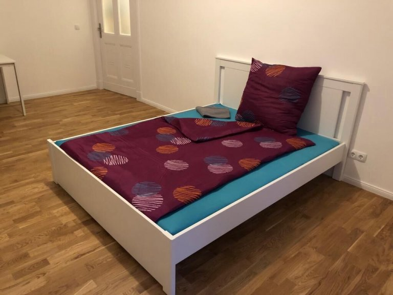 Furnished room in apartment with 2 bedrooms in Neukölln