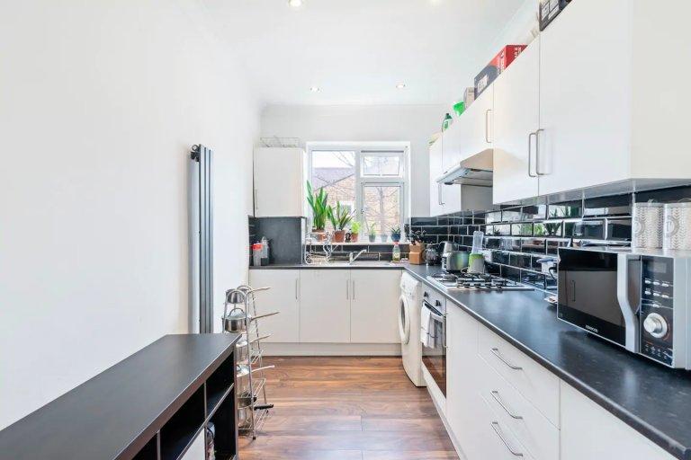 Apartamento de 2 quartos luminoso para alugar em Canning Town, Londres
