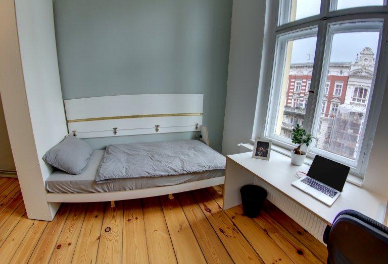 Chambre à louer dans un appartement de 5 chambres à Schöneberg, Berlin