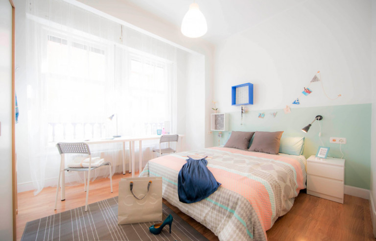 Light room in 5-bedroom apartment in Indautxu, Bilbao